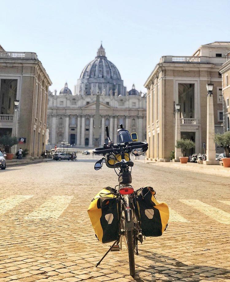 Lori Tierney in viaggio verso Roma: pedalando