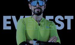Omar Di Felice in mountainbike alla conquista dell'Everest