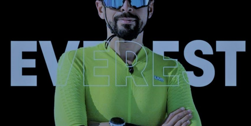 Omar Di Felice in mountainbike alla conquista dell'Everest