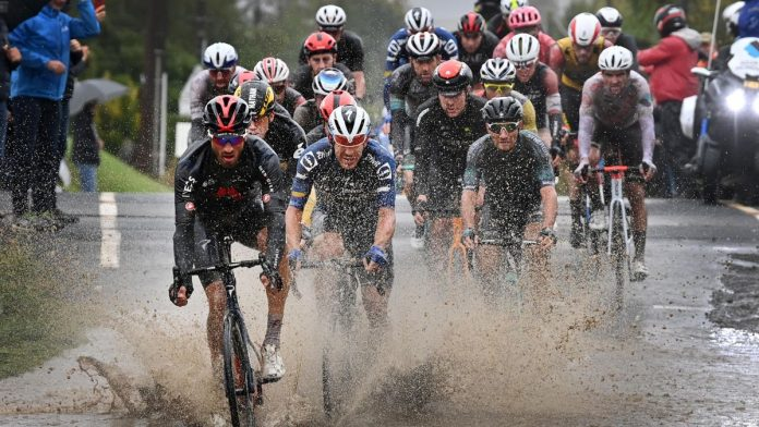 ciclisti parigi-roubaix